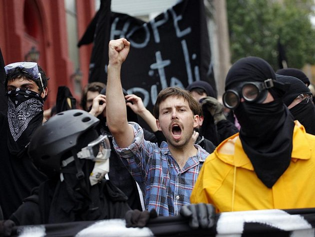 Schůzku nejvyspělejších ekonomik světa G20 v Pittsburghu doprovázejí střety policie s demonstranty.