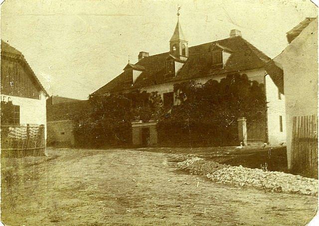 Historický snímek zámku v Podmoklech, kolem roku 1895