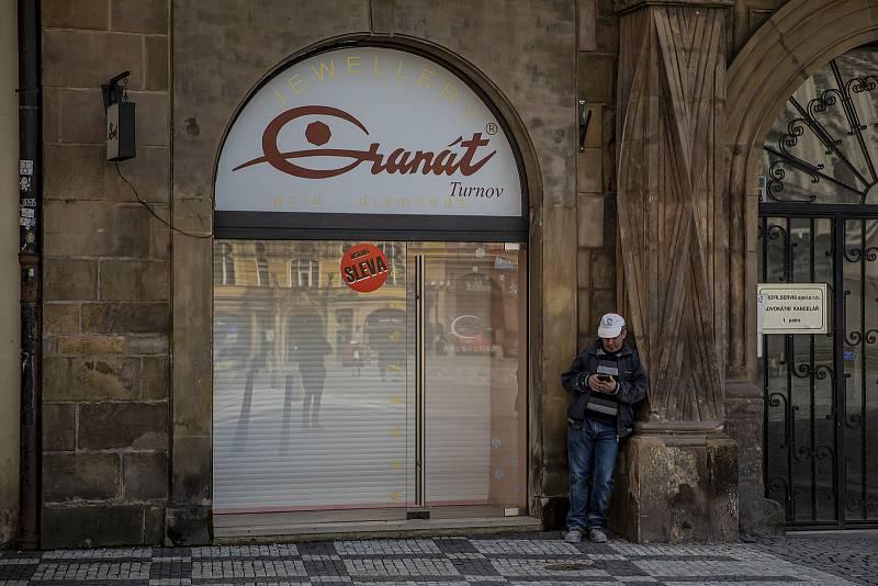 Dočasně je uzavřen i obchod Granát Turnov na Staroměstském náměstí, tradiční a největší producent originálních šperků s českými granáty.