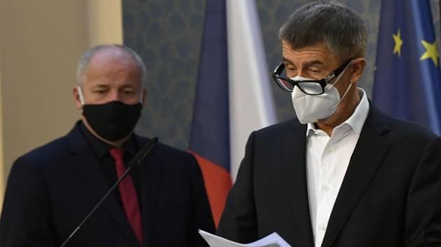 Ministr zdravotnictví Roman Prymula (vlevo) a premiér Andrej Babiš.