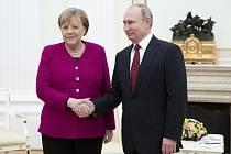 Ruský prezident Vladimir Putin a německá kancléřka Angela Merkelová.