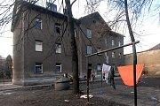 Škodova ulice v Přerově není dobrá adresa. Od března letošního roku má začít demolice obytných domů. Obyvatelé tomu nevěří. Většina nemá ponětí kde bude bydlet.