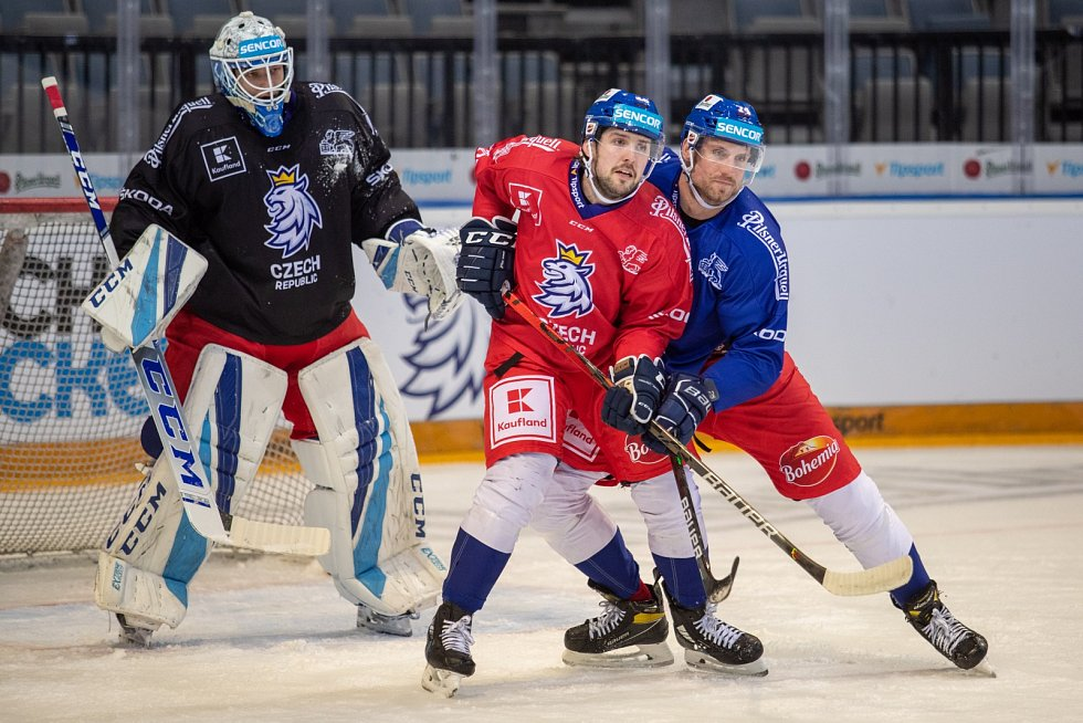 Ondřej Vitásek (v modrém dresu) na tréninku reprezentace.