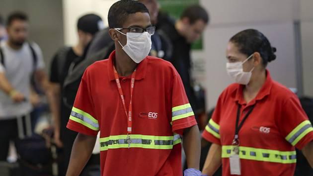 Personál na letišti v Sao Paulu