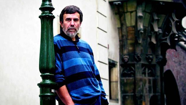 Spisovatel a historik Vlastimil Vondruška provedl Deník po pražských památkách spojených s husitskou érou.