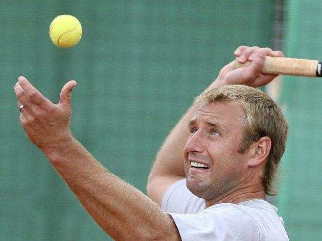 Hokejista Václav Prospal umí dobře i tenis.