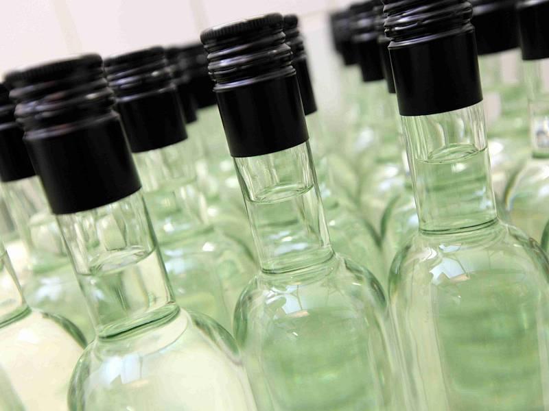 Muži za alkohol v průměru zaplatí dvakrát více než ženy