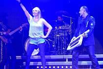 Pohodový song Byla to láska z roku 2011 byl jen začátek spolupráce Lucky Vondráčkové a Michala Davida. 26. června 2013 totiž připravili společný megakoncert v O2 areně.