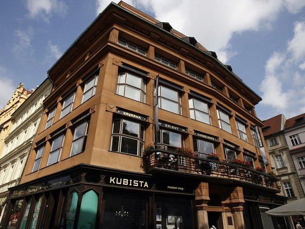 MUZEUM ČESKÉHO KUBISMU nabízelo od roku 2003 mimořádnou expozici. V neděli však byla uzavřena. Národní galerie Dům U Černé Matky Boží opustila a exponáty z budovy od Josefa Gočára se vracejí k původním majitelům.