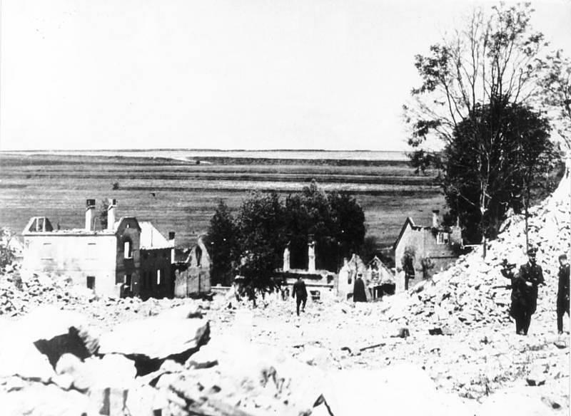Vyhlazení Lidic byl jeden z nejtěžších válečných zločinů, na němž se K. H. Frank osobně podílel