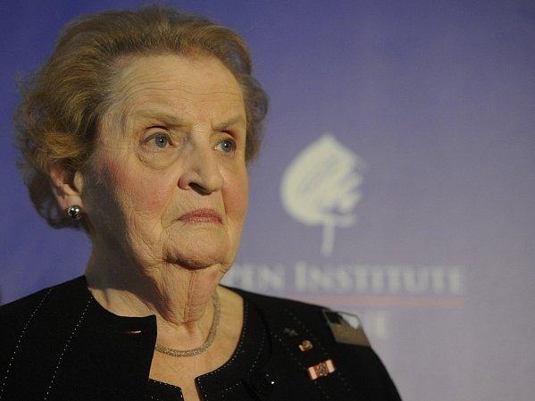 """Bývalá americká ministryně zahraničí Madeleine Albrightová vystoupila 19. července v Praze na setkání s novináři na konferenci Aspen institutu Praha """"Krize jako příležitost: Evropa a Spojené státy americké v globalizovaném světě""""."""