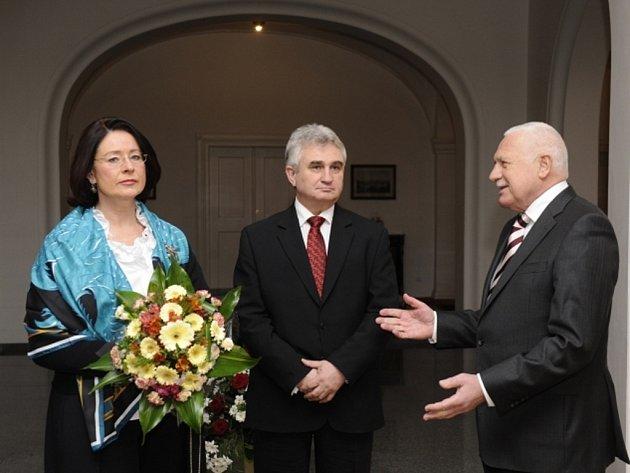 Prezident Václav Klaus (vpravo) se naposledy ve funkci hlavy státu setkal v Praze při tradičním novoročním obědě s předsedou Senátu Milanem Štěchem a předsedkyní Sněmovny Miroslavou Němcovou.