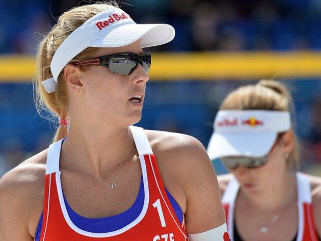 Volejbalistka Markéta Sluková (vlevo).