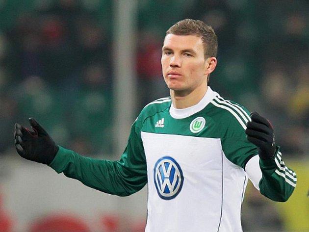 Hvězdný střelec Wolfsburgu Edin Džeko.