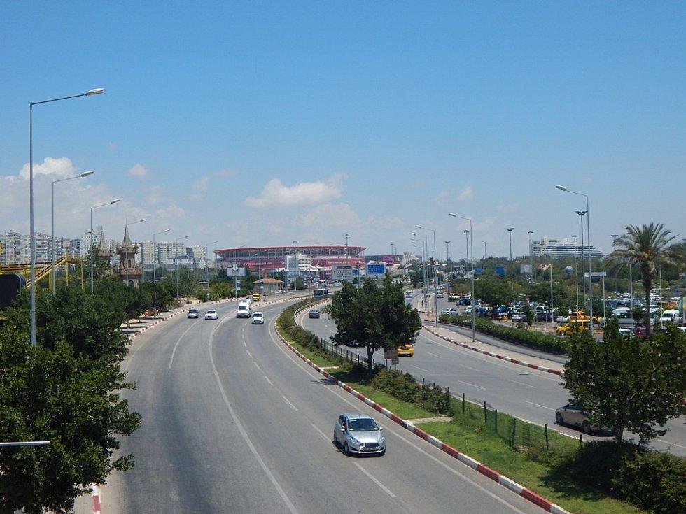 Alanya: v Antalyi najdete i obří fotbalový stadion