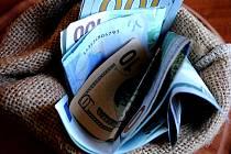 Slovenská policie odevzdala nalezenou hotovost do Státní pokladny a její původ prověřuje.