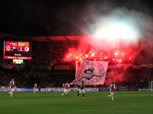 Fotbalové derby mezi Spartou a Slavií.