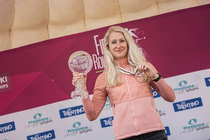 Sandra Schützová s vítěznou trofejí.