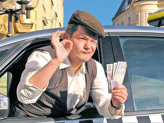 V NOVÉ ROLI. Hámovu image taxikáře vytváří jeho bekovka. Poprvé se v novém pořadu představí 5. ledna.
