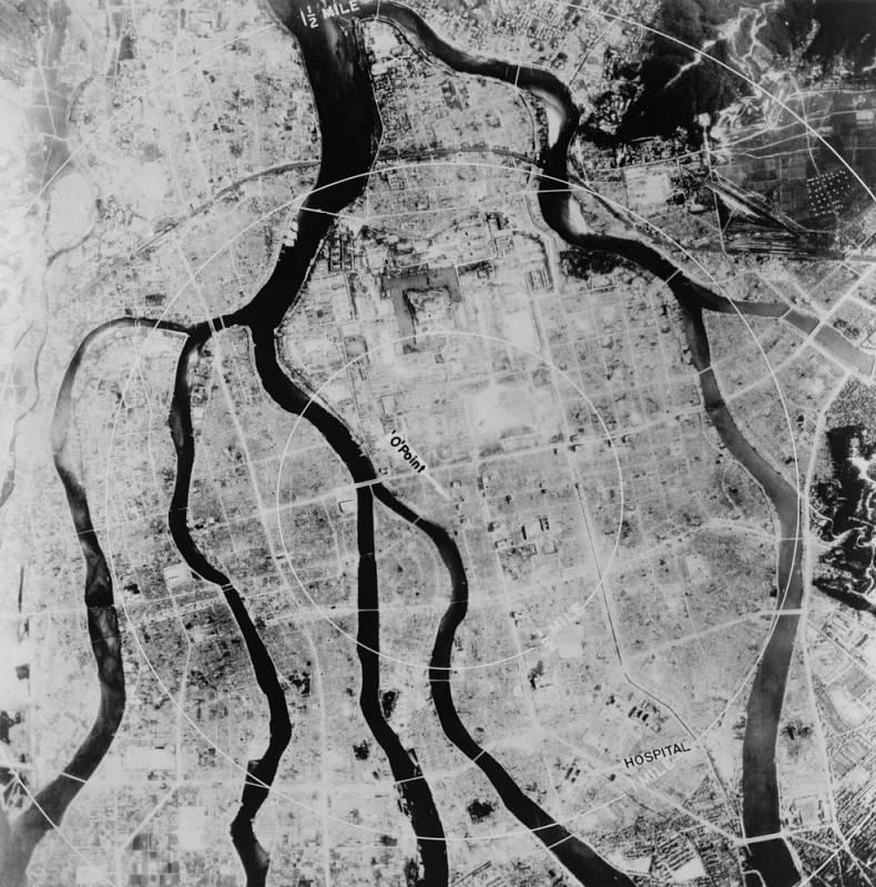 Letecký snímek Hirošimy po výbuchu atomové bomby