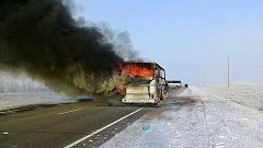 Hořící autobus. Ilustrační snímek