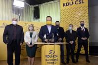 Zleva senátor Petr Šilar, první místopředsedkyně Šárka Jelínková, předseda Marian Jurečka, místopředseda Tomáš Zdechovský, Zdeněk Volf a kandidát na senátora Václav Hampl na tiskové konferenci KDU-ČSL k výsledkům voleb.