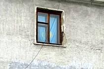 Jistý Kazach má pykat za to, že státní vlajku použil jako závěs.