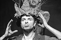 Na snímku ze zkoušky baletního představení Zdeněk Mládek (Peer Gynt) a Monika Strnadová (dcera krále trollů).