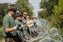Evropská komise nemá z právního hlediska nic proti stavbě plotů na vnější  hranici schengenského prostoru e555fd71a3