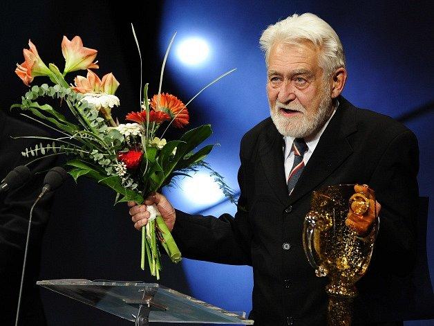 Herec Ilja Racek převzal v březnu 2008 cenu Thálie za celoživotní činoherní mistrovství.