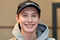 Devatenáctiletý Viktor Polášek jako jediný z českých skokanů na lyžích pronikl do finálové třicítky v závodu ve Wisle a za 26. místo získal premiérové body ve Světovém poháru.