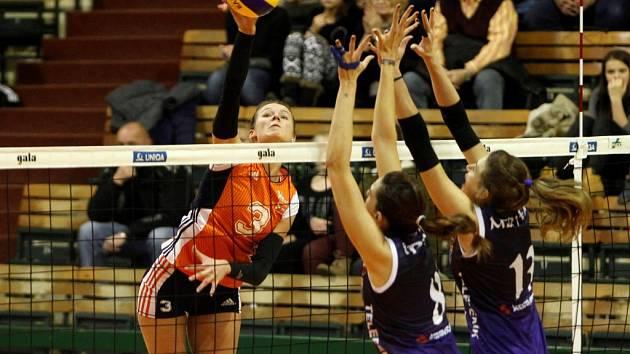 Volejbalistky Olomouce (v oranžovém) proti Burse.