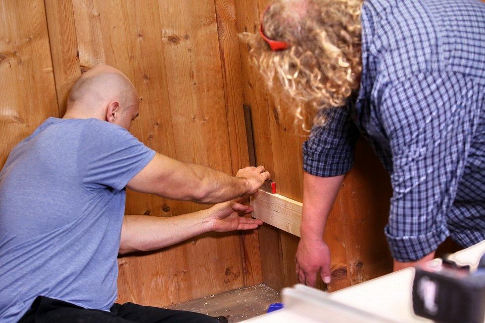 Vyrobte si praktickou minidílnu ve skříni. Využijete ji pro své záliby