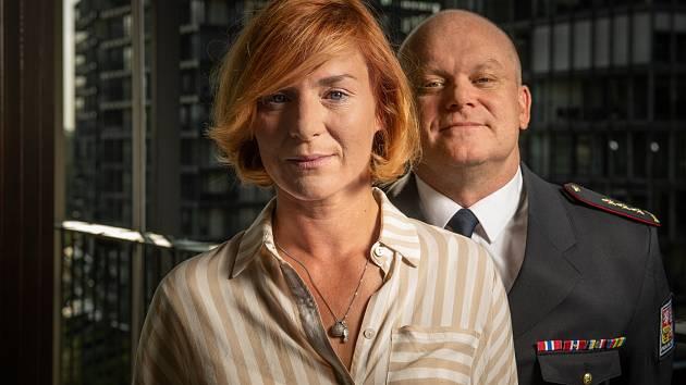 Lenka Krobotová (analytička Petra Vávrová) tvoří ve Zrádcích manželský pár s Davidem Novotným.