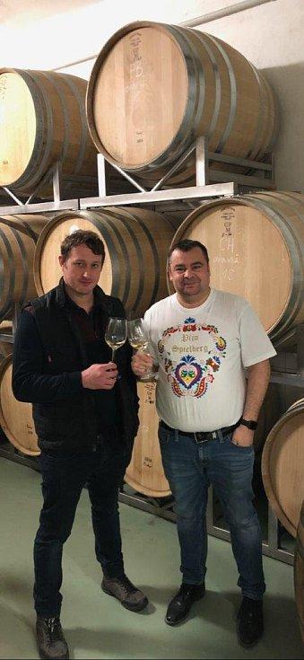 Sommelier Martin Žůrek (vpravo) a technolog vinařství Spielberg Ondřej Konečný