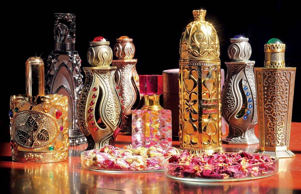 """Už staří parfémáři amistři alchymienedali dopustit na význam vůní, mimo jiné vduchu filozofie """"co mi voní, to mne léčí""""."""