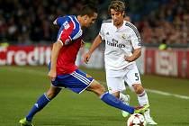 Basilej - Real Madrid: Philipp Degen a Fabio Coentrao