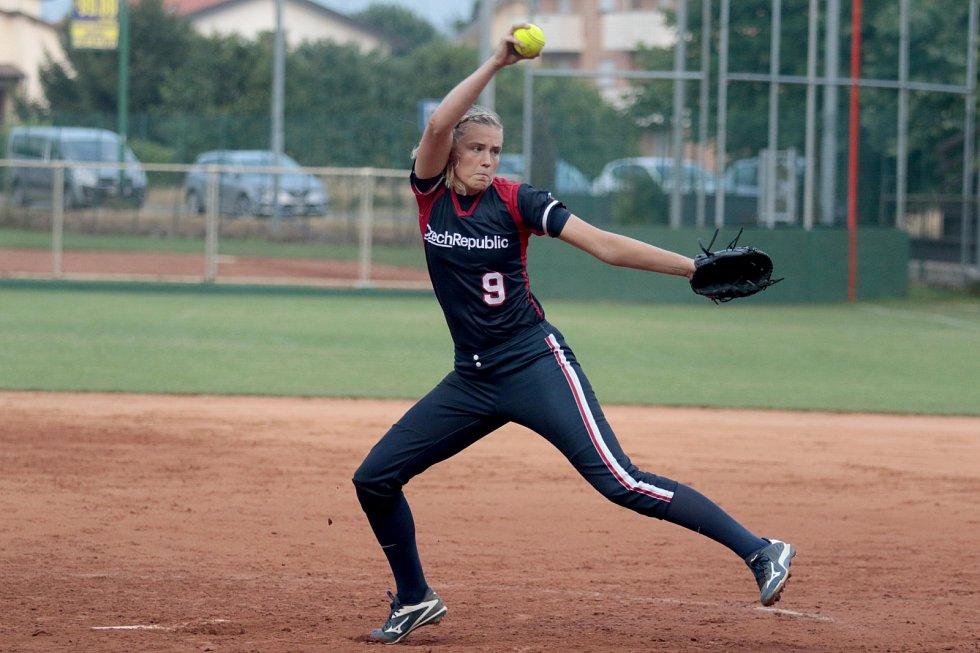 Česká softbalová reprezentace žen se připravuje na kvalifikaci na OH v Tokiu.