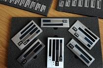 Lounský výrobce hlasových destiček a měchů do harmonik zvyšuje prodej v Číně.