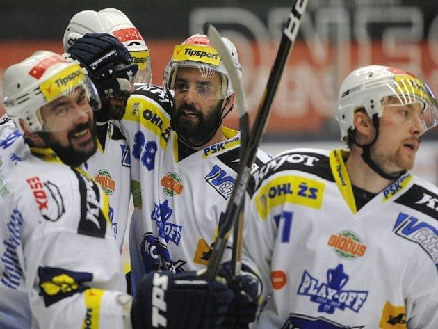 Hokejisté Brna se radují z postupu do finále.