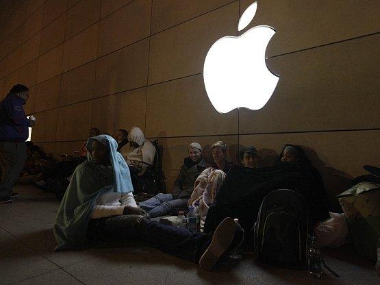 Nadšenci v Chicagu čekají na začátek prodeje iPhone 5