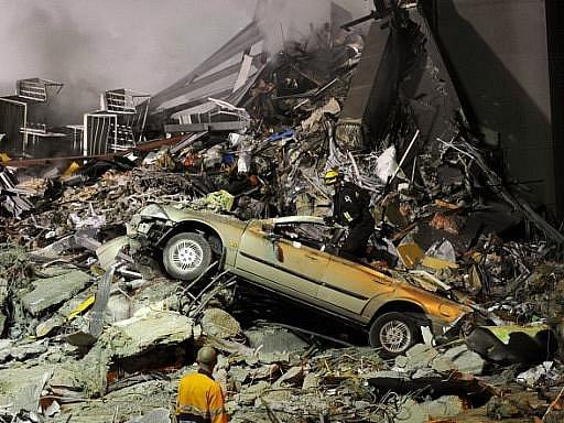 Zemětřesení a následnou přívalovou vlnu cunami, které v březnu zasáhly severovýchodní Japonsko, nepřežilo, nebo je pohřešovaných 20 tisíc lidí.