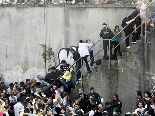 Technoparty Loveparade 2010 v německém Duisburgu skončila tragédií.