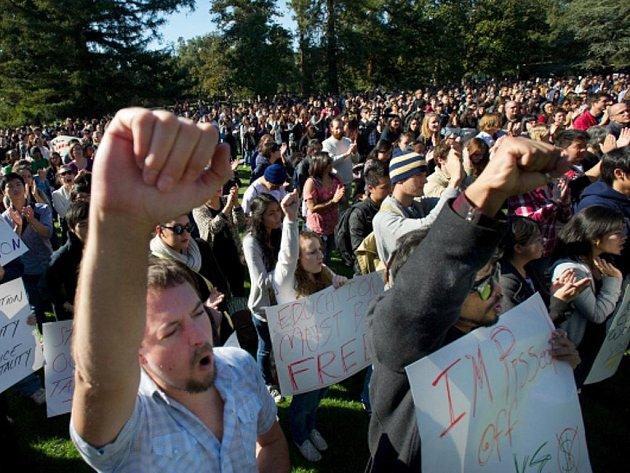 Protesty studentů v Kalifornii.