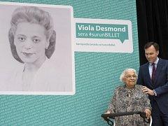 Na nové bankovce v hodnotě deset dolarů, která vstoupí do oběhu v příštím roce, se objeví bojovnice za občanská práva Viola Desmondová, která ve 40. letech minulého století vystupovala proti rasové segregaci.