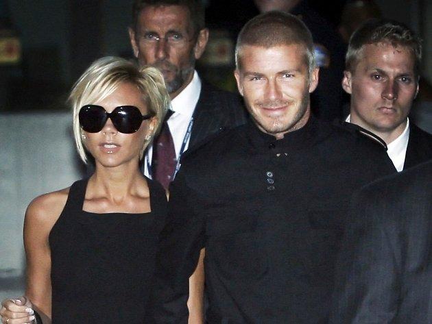 David Beckham s maželkou Victorií na letišti v Los Angeles.