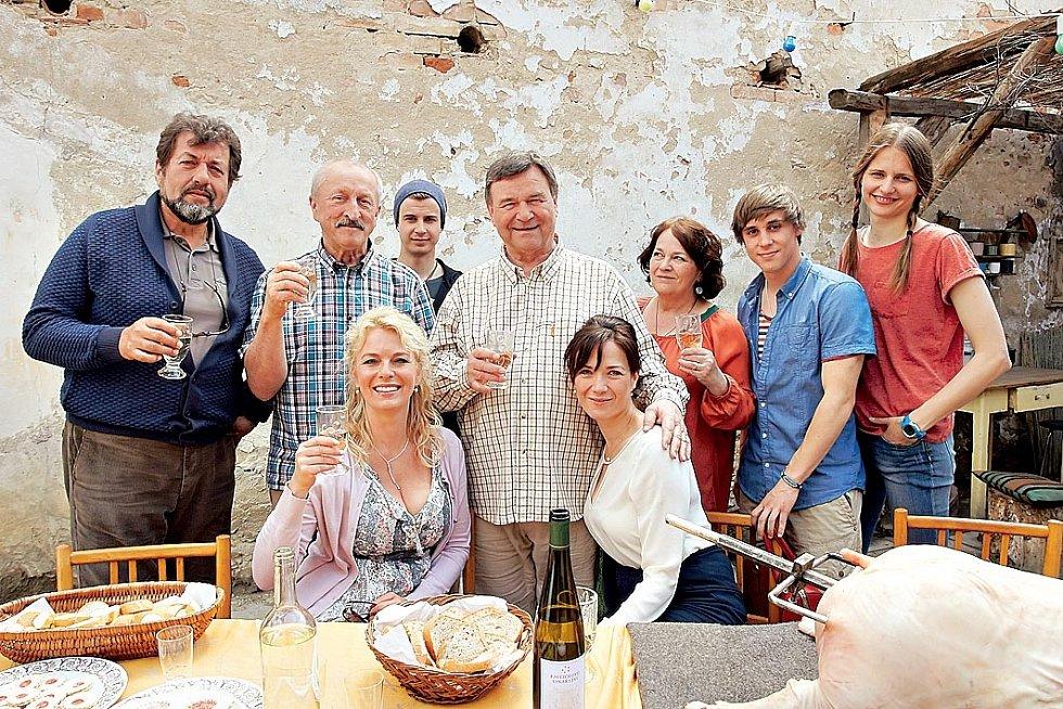 U seriálu Vinaři si Tereza vybaví především Pálavu, procházky cestami, vinicemi, mezi domky, podvečerní výstup za západem slunce či brzké vstávání.