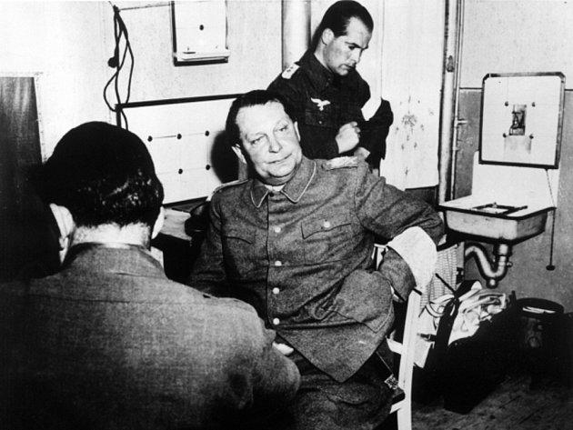 Říšský maršál Hermann Göring po svém zatčení v květnu 1946 v Augsburgu.