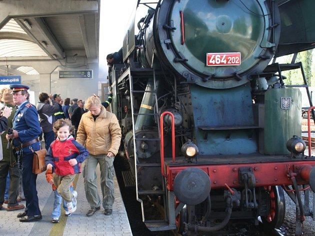 Dvě železniční tratě na Hodonínsku oslavily kulatá výročí jízdou parním vlakem.