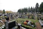 Oběti vraždění v Trhové Kamenici byly pohřbeny 11. května 1945 na místním hřbitově